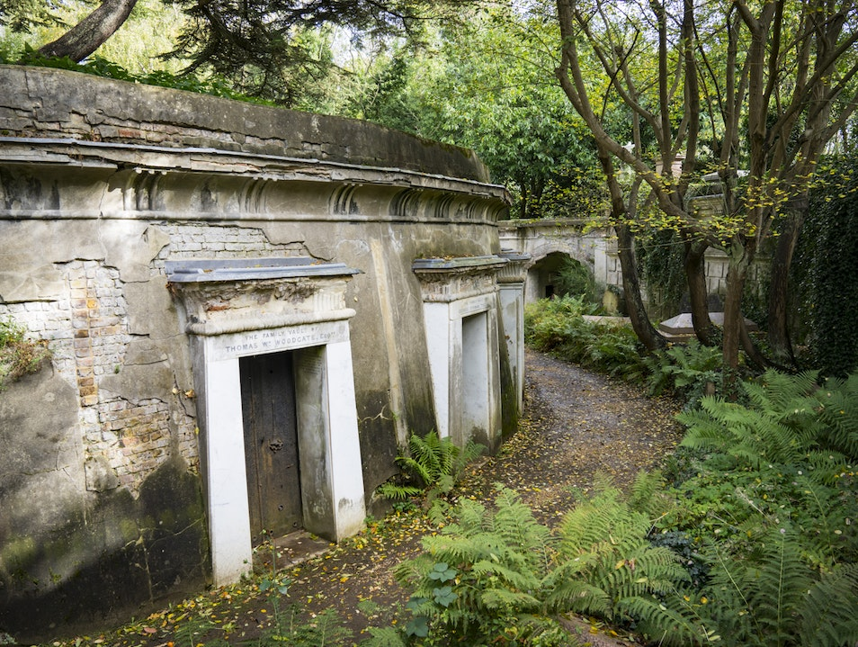Highgate Cemetery – Otherworldly & Peaceful London  United Kingdom