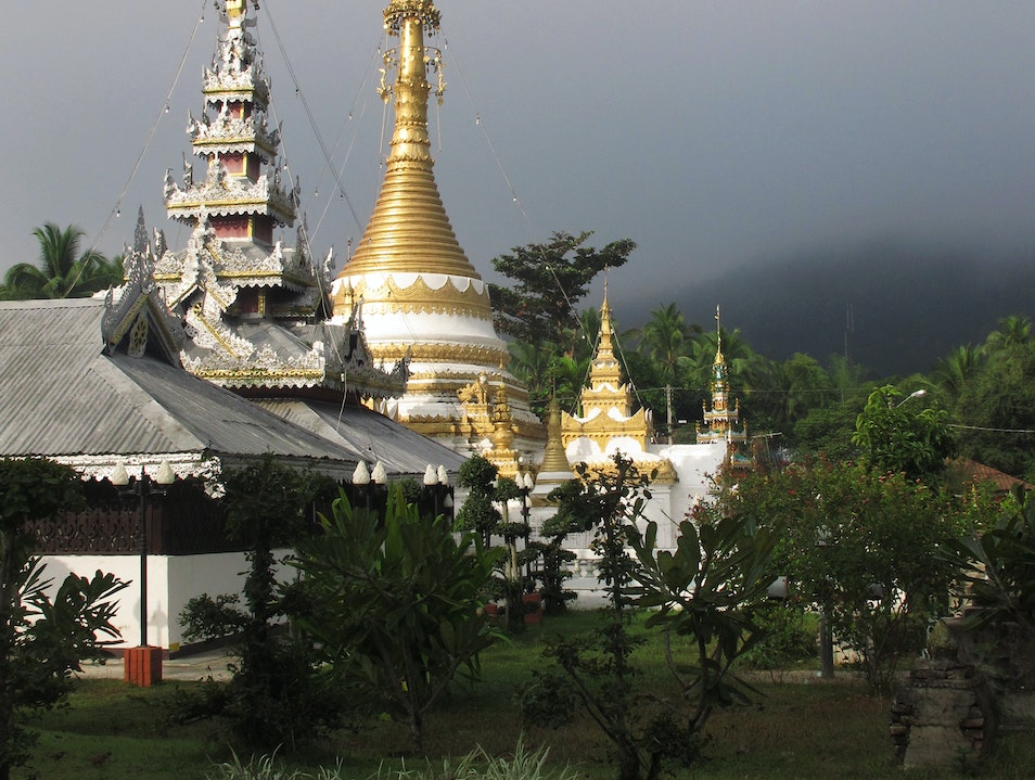 Temples in the Mist Mueang Mae Hong Son  Thailand