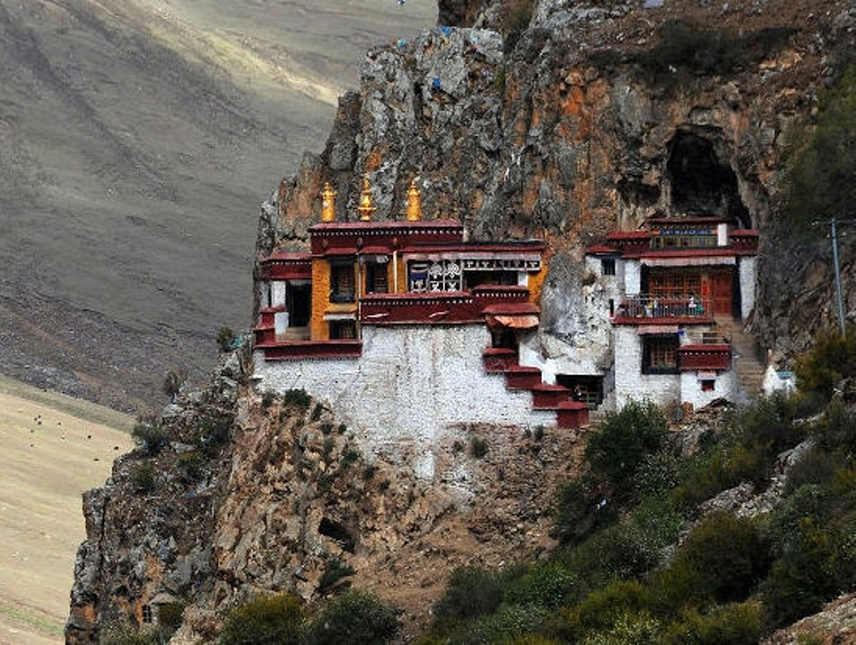 Drak Yerpa, the mysterious place of Tibetan Buddhism near Lhasa