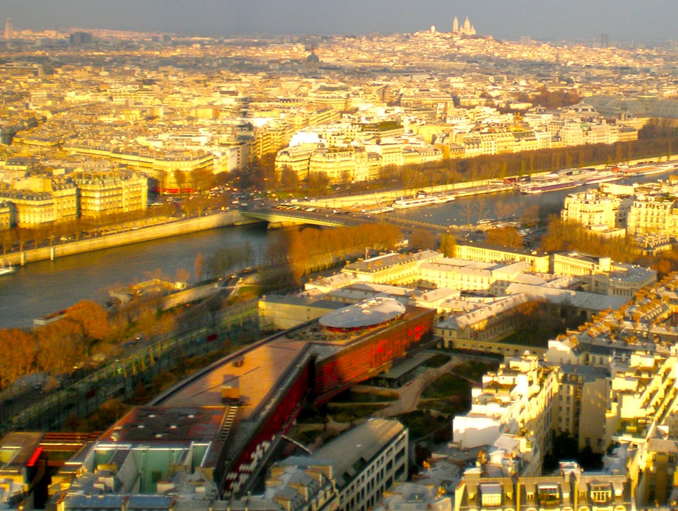 Art for kids Paris - on top of the world, in the shadow of the Tour Eiffel