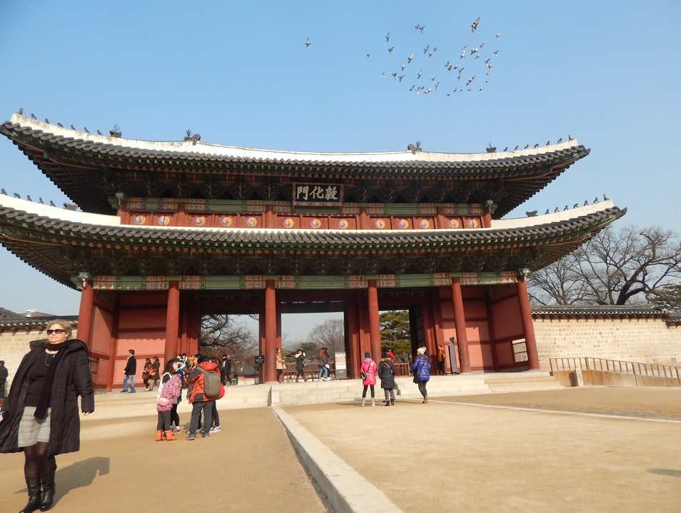 Gazing at the past in Seoul