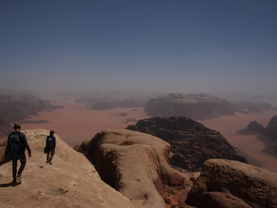 Climbing old Bedouin hunting routes in Wadi Rum