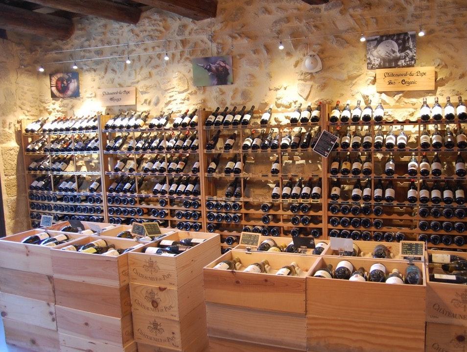 Tasting Wines in Châteauneuf-du-Pape   France