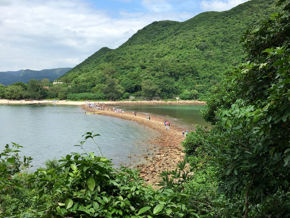 Exploring natural tombolos in Hong Kong