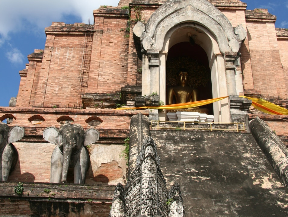 Explore a 14th-Century Wat in Chiang Mai