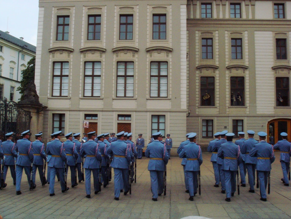 CATCH: Change of the guards in Prague Castle