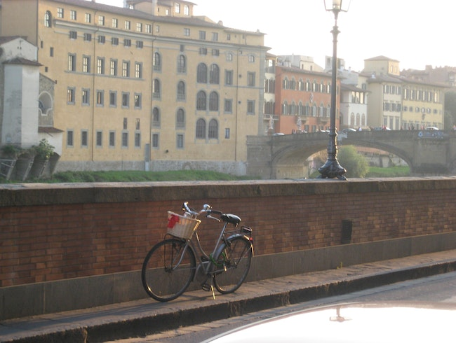 Alone on the way to the Ponte Vecchio