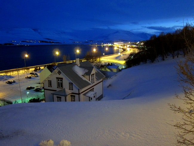 Akureyri is a beautiful town by the bay