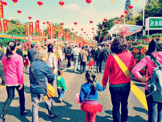 Taking in the Spring Festival Flower Fair