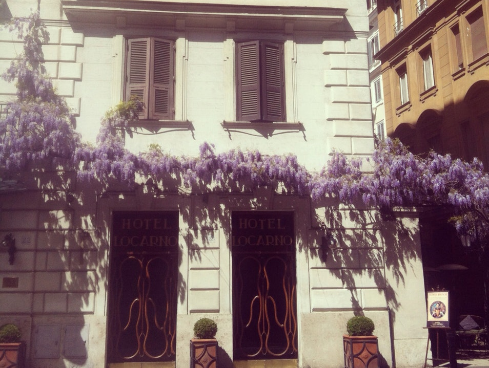 Cocktails on a Wisteria-Laden Patio in Rome