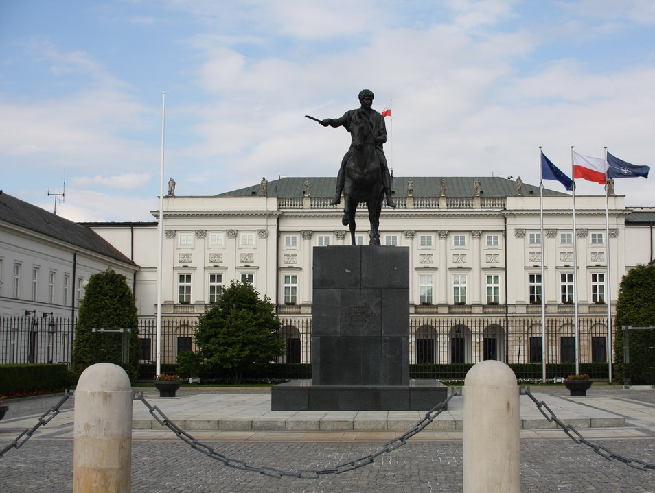 Presidential Palace and Prince Józef Poniatowski Monument