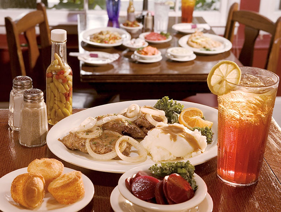 Classic Southern Fare in Atlanta's Dining Room