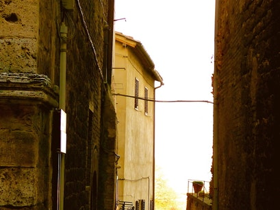 SAN GIMIGNANO, ITALY / A NARROW POINT OF VIEW San Gimignano  Italy