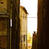 SAN GIMIGNANO, ITALY / A NARROW POINT OF VIEW