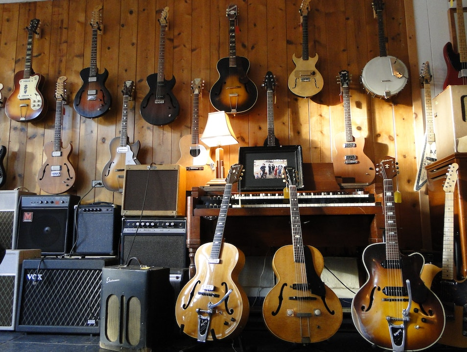 A Unique Sound at Old Style Guitar Shop