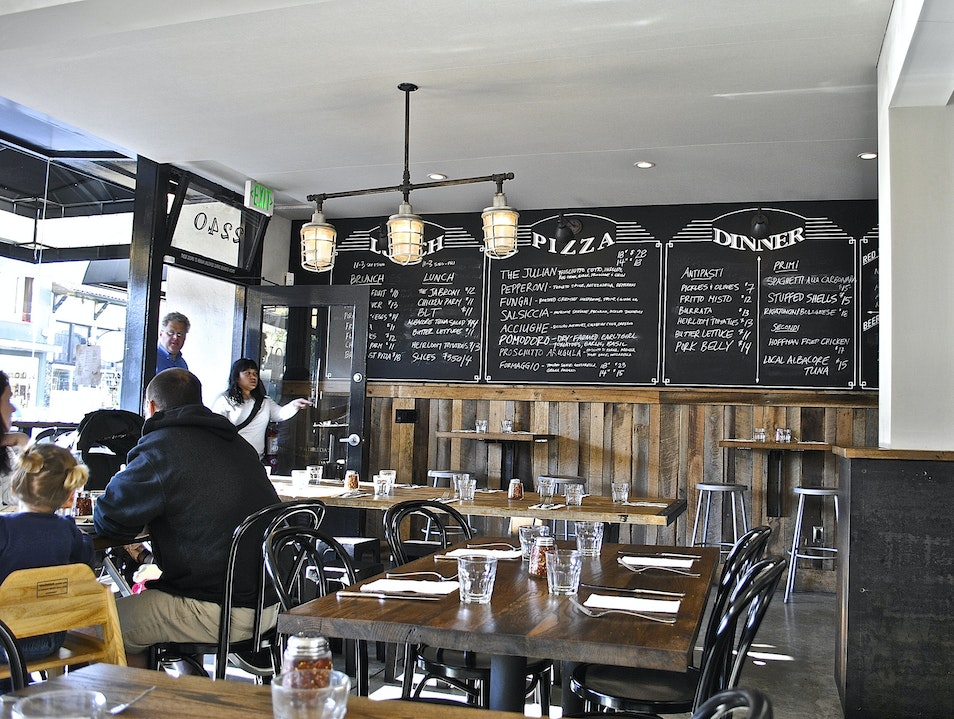 Eat New York-Style Pizza in San Francisco's Russian Hill Neighborhood