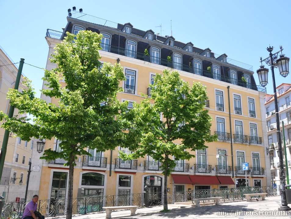 Stay in the Middle of Chiado