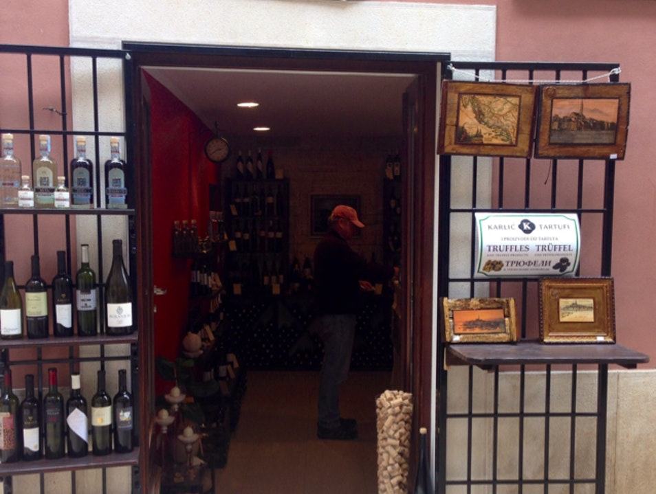Istrian Wine with an expert