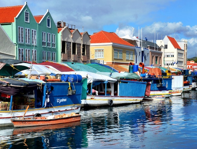 Buy fresh fruits at Willemstad's floating market
