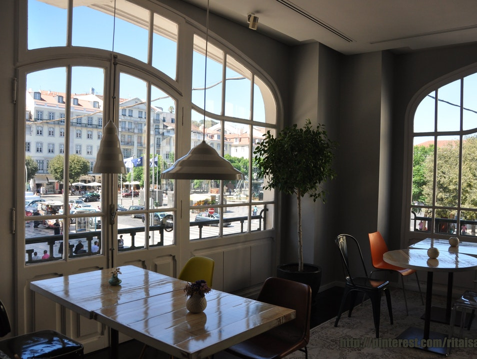 Enjoy Rossio through beautiful windows