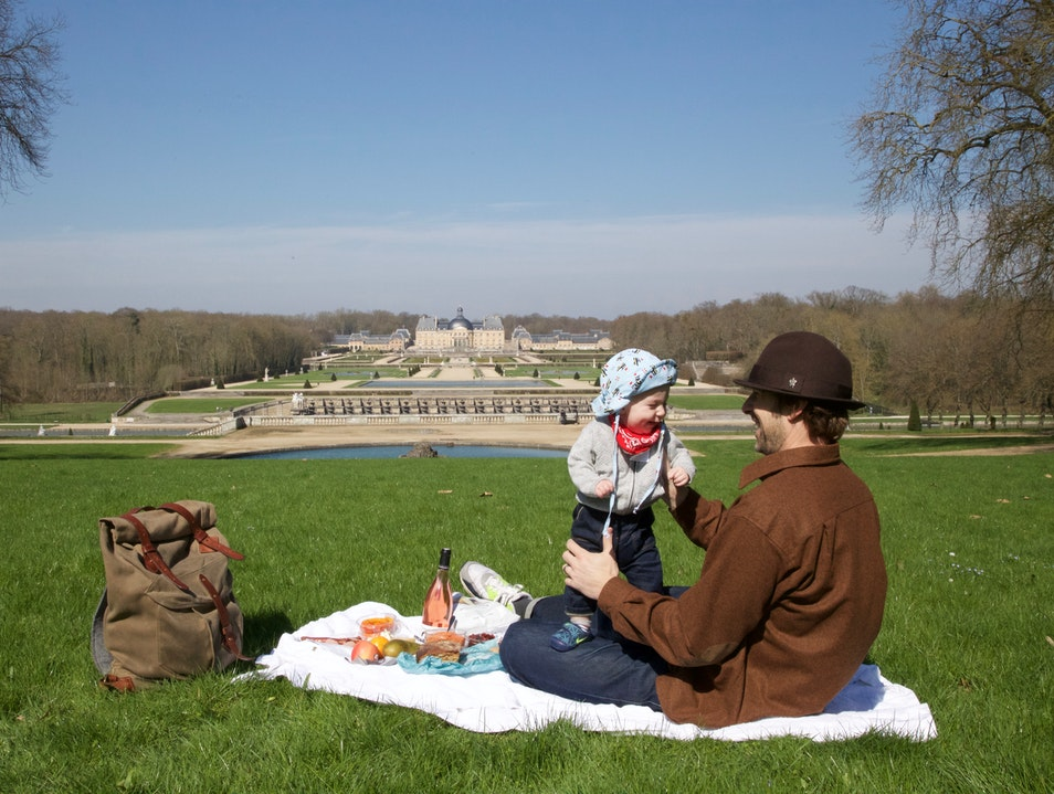 Picnic at Château Vaux-le-Vicomte Maincy  France
