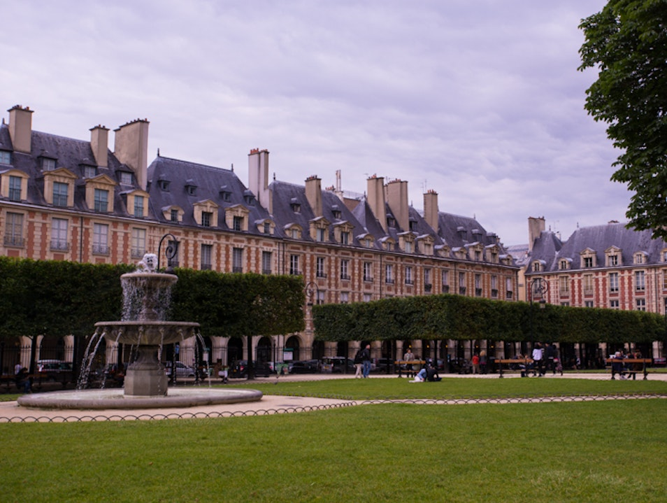 Paris Picnic - Place des Vosges Paris  France