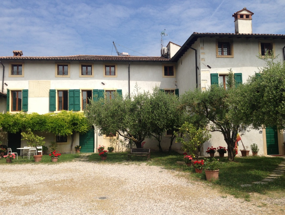 A B&B for Book and Wine Lovers Cengia  Italy