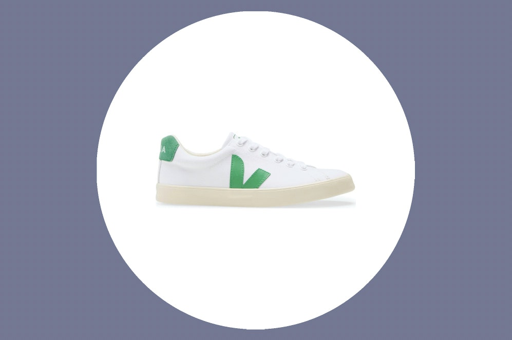 Teórico engranaje Predecesor  Veja Sneakers: Everyone in Paris Is Wearing These Sustainable Shoes