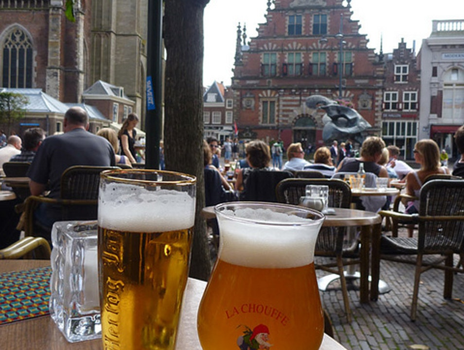 people watching along the Grote Markt