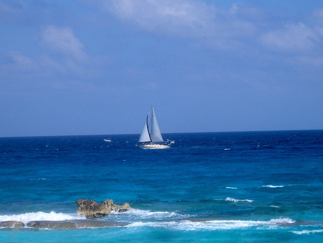 Charter a Private Sailboat in Cancun