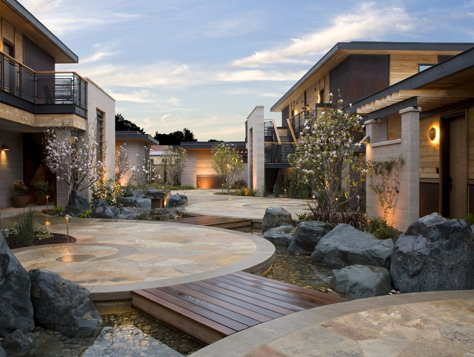 A Modern Oasis in Yountville