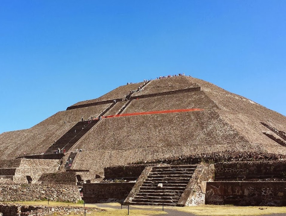 Explore the Teotihuacán Pyramids