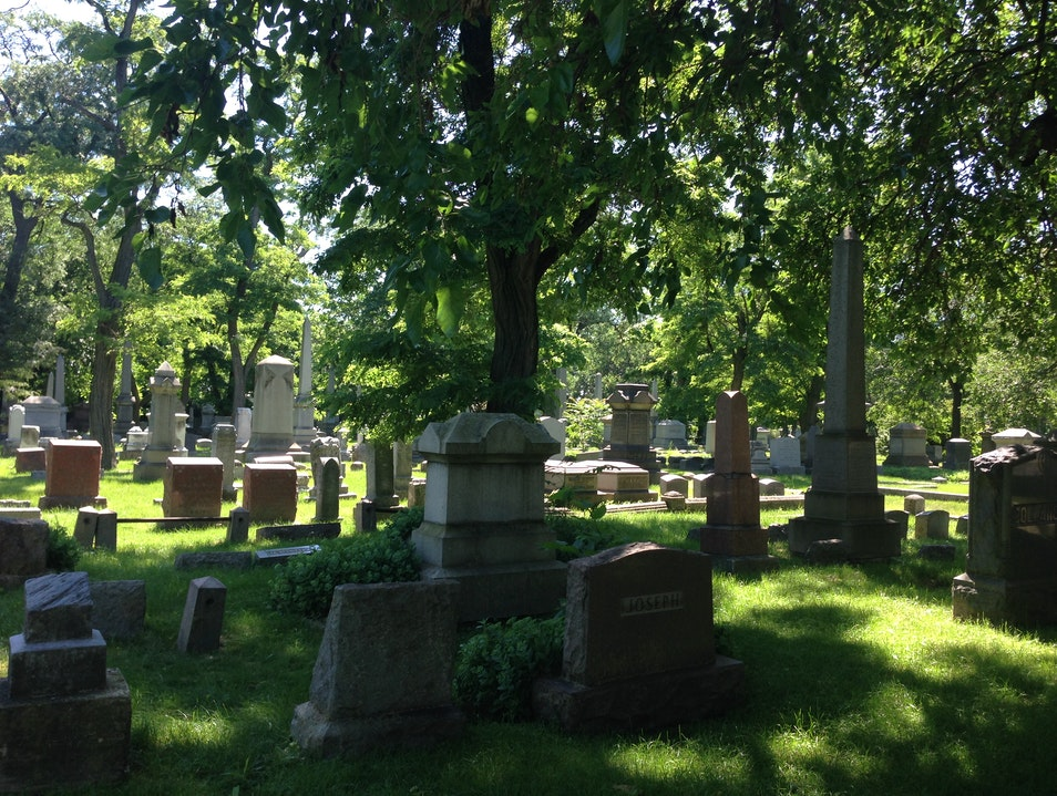 Explore one of Chicago's oldest cemeteries on the North-side