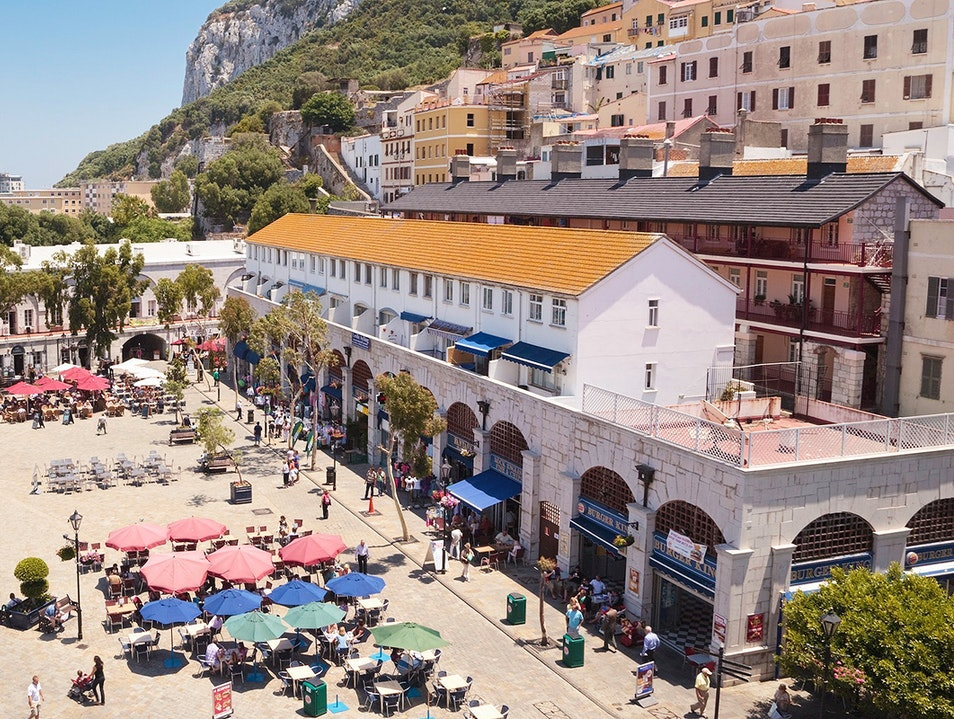 Casemates Square and Main Street
