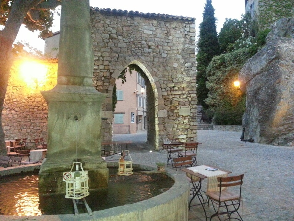 Dinner by the fountain