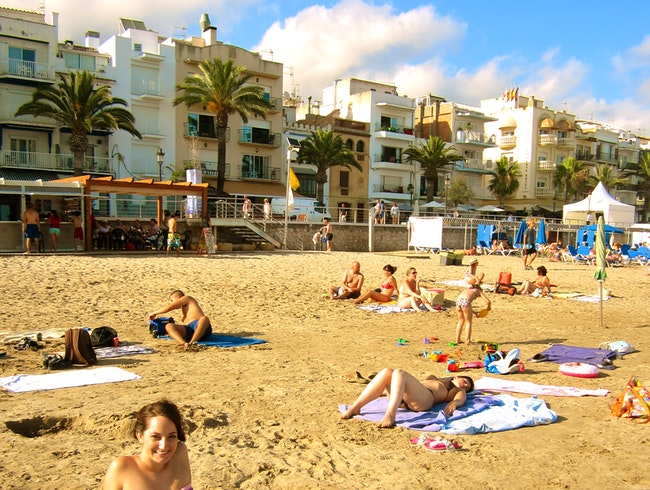 Escape the crowds and Go to Playa de Sitges!