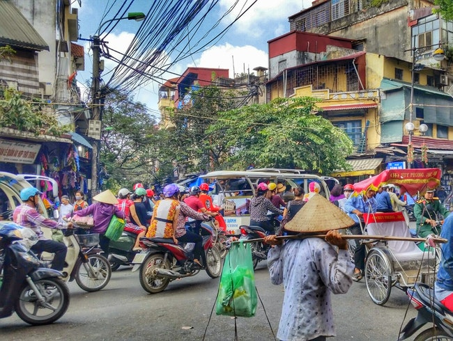 Navigate the Old Quarter Market Streets in Hanoi