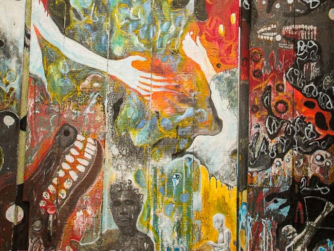 Visiting the cool murals and graffiti at Clarion Alley in San Francisco