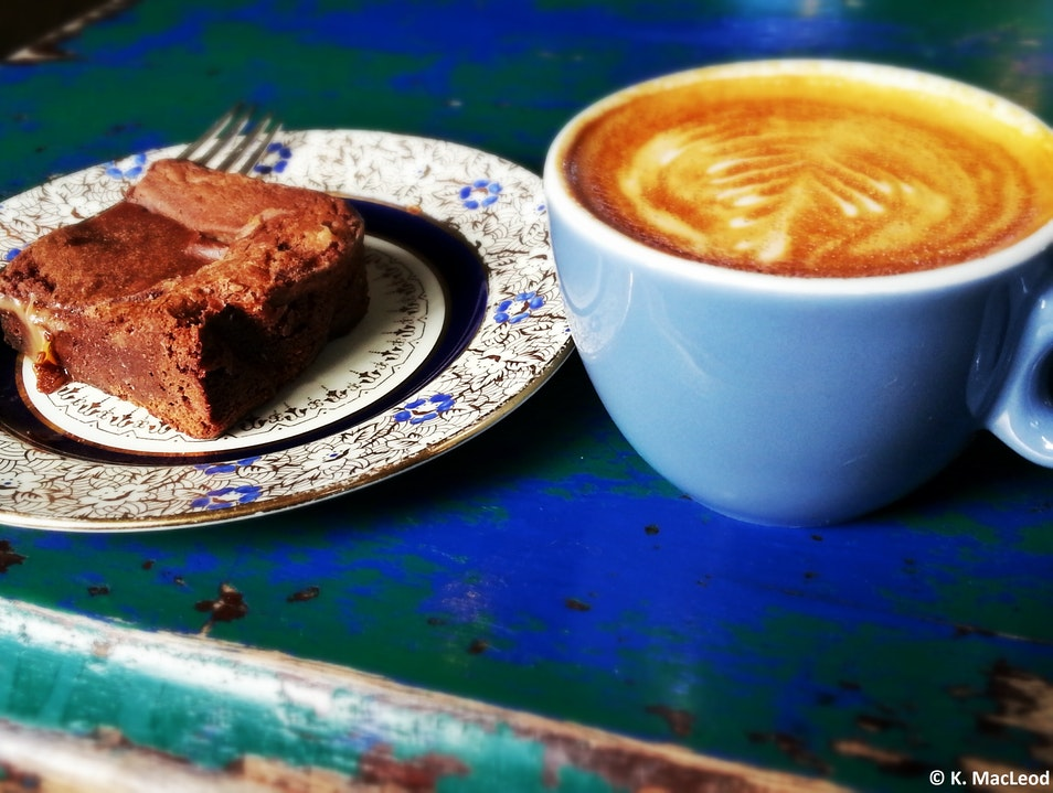Falling for Coffee and Cake at Lovecrumbs