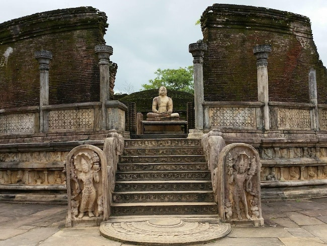 Biking around the ancient city of Polonnaruwa