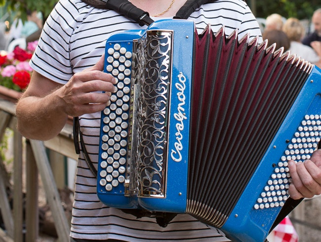 Guingette Auvergnate: Accordion Music and Dancing on the Seine