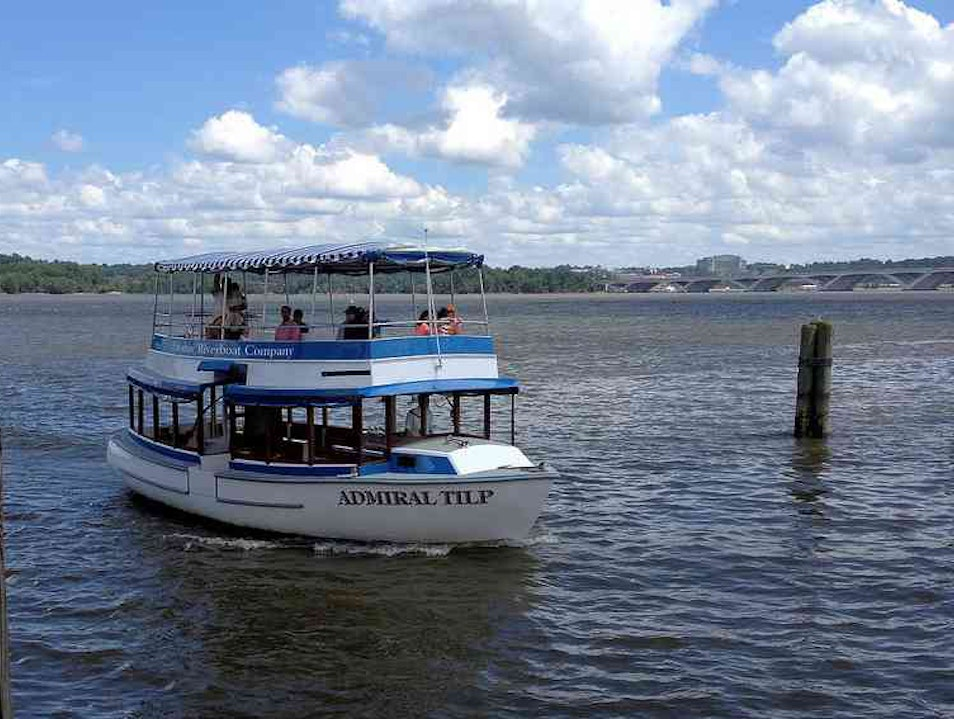 Touring D.C.'s Monuments from the Water Alexandria Virginia United States
