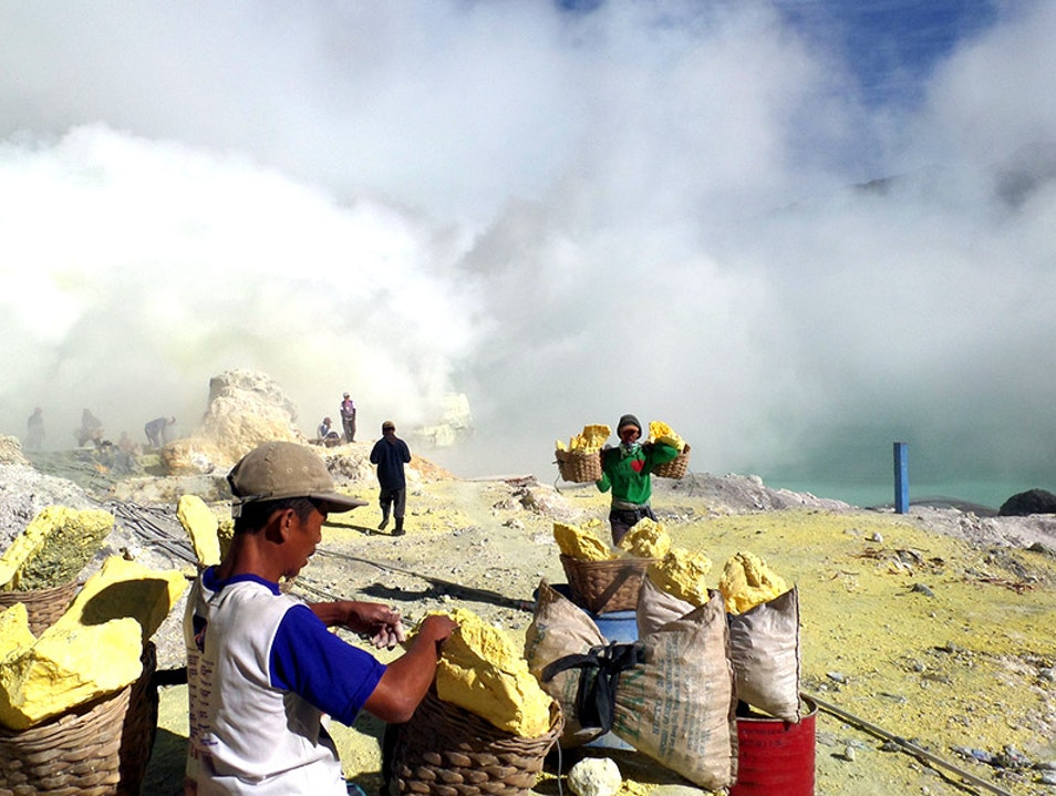Visiting the Blue Flames & the World's Largest Acidic Lake Sempol  Indonesia