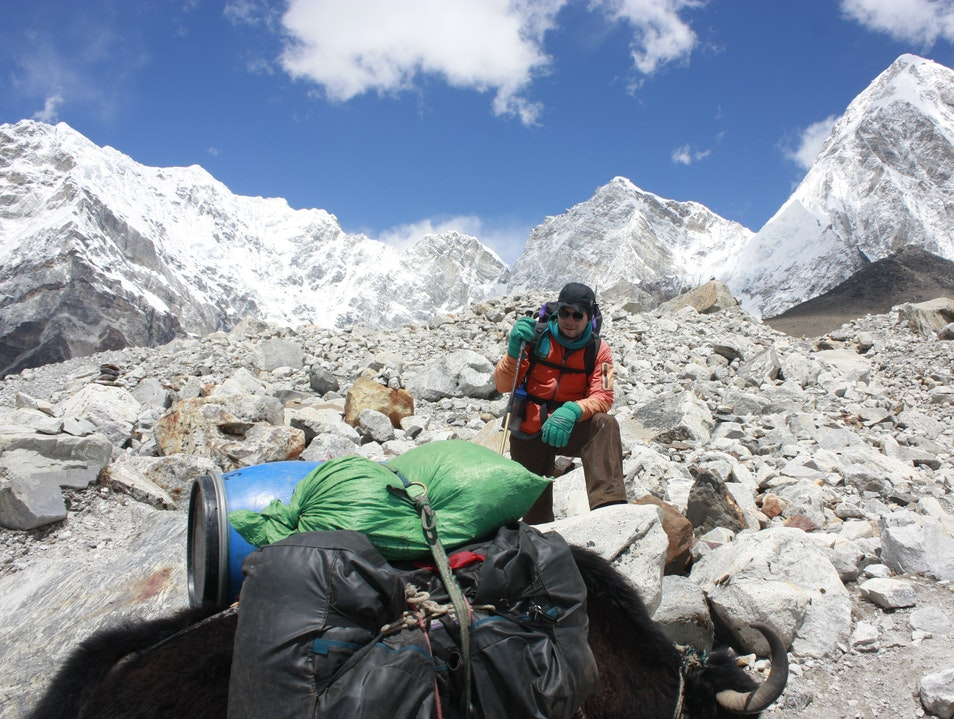 Traffic hiking to Mount Everest