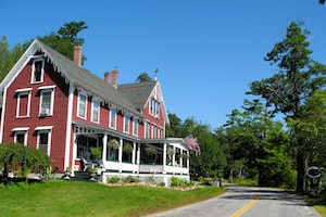 The Lake House at Ferry Point Inn