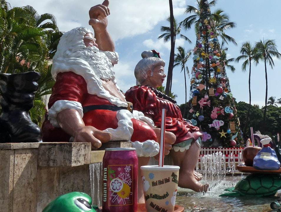 Honolulu Lights Up for the Holidays