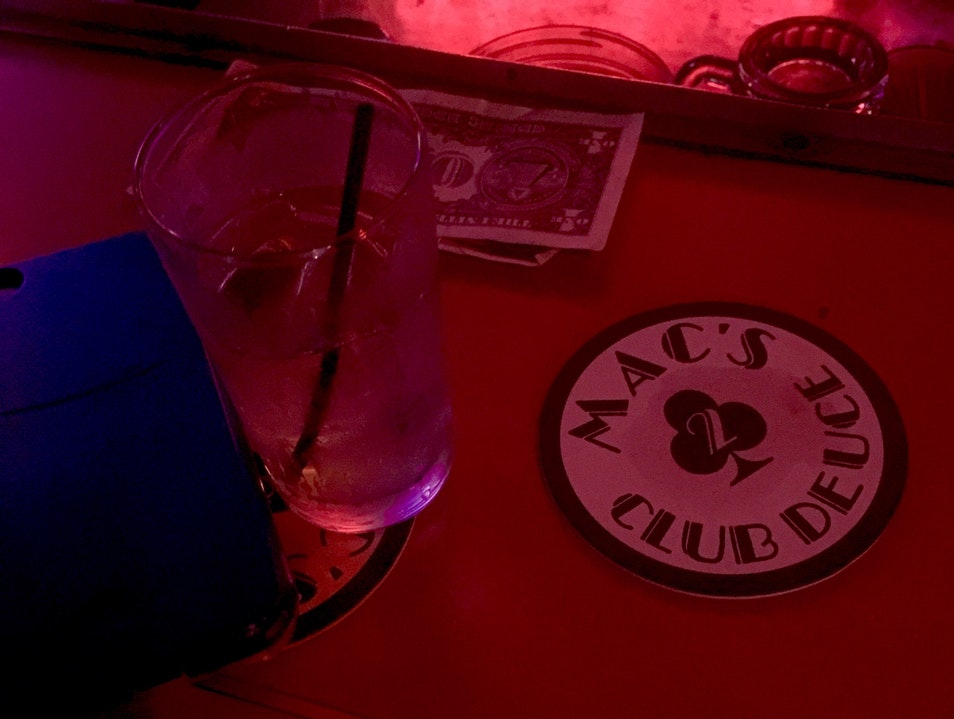 A chill vibe and cheap drink in parallel