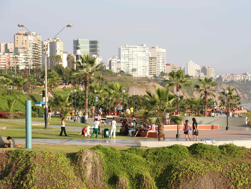 Enjoy the moment in the Malecón