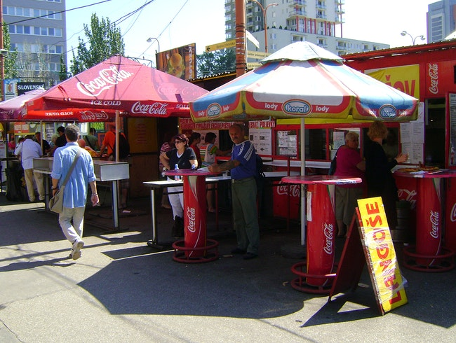 The langoše stand at the market