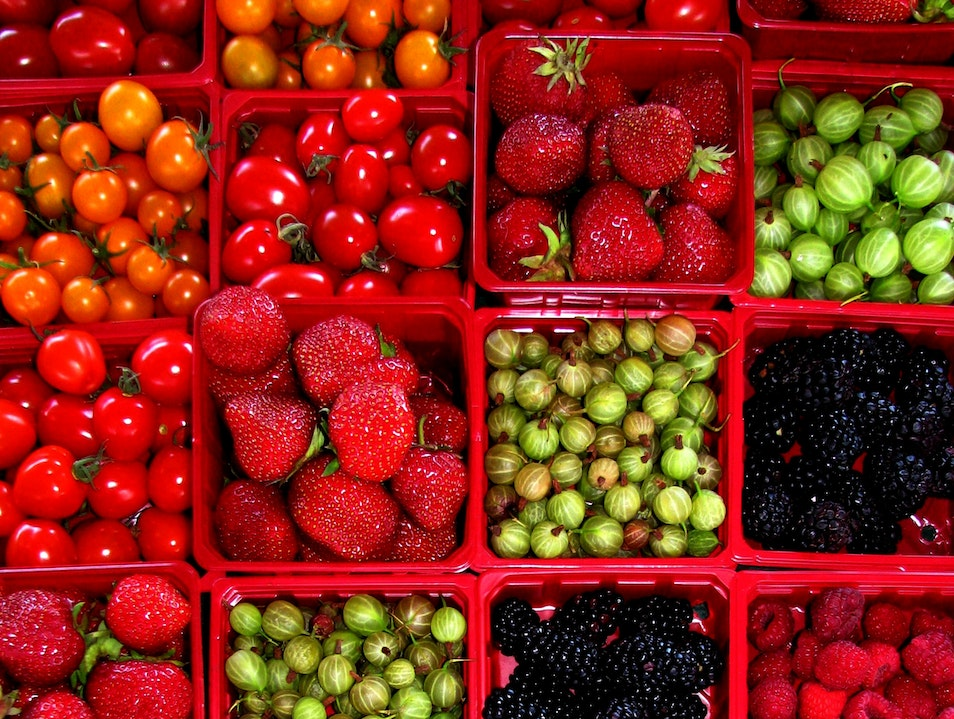 Fruits d'été: Summer Market Color, Up North Montreal  Canada